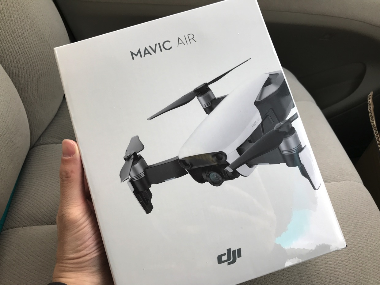 MAVIC AIRの外箱